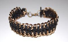 Hello les beautés,  Aujourd'hui Astuces de Filles vous propose de belles idées de bracelets à faire soi même pour être tendance en automne ;)   *** Les bracelets avec tuto *** - Les multicolores   * - Lesbreloques      *** Banque d'idée***  Pour vous …