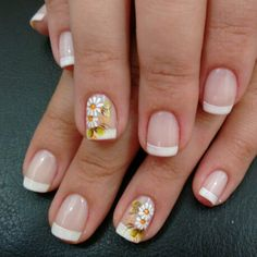 Nail art Christmas - the festive spirit on the nails. Over 70 creative ideas and tutorials - My Nails White Nail Polish, White Nails, Hair And Nails, My Nails, Sunflower Nails, French Tip Nails, Nail Polish Stickers, Green Nails, Nail Arts