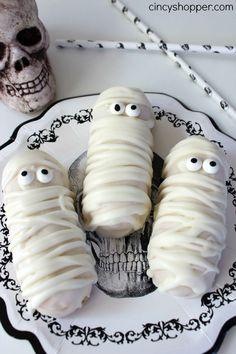 Halloween Twinkie Mummies - Super fun and easy Halloween party or treat idea.