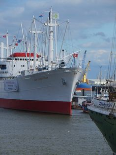 Cap San Diego, Merchant Marine, Sailing Ships, Boat, Beautiful Places, Boats, Ships, Merchant Navy, Dinghy