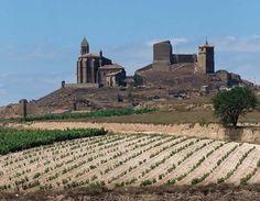 CASTLES OF SPAIN -  Castillo de San Vicente de la Sonsierra, (La Rioja). Sancho VII de Navarra comenzó a construir el castillo y sus murallas en 1194. En 1367 se vio envuelta en la guerra entre Pedro I el Cruel y Enrique de Trastamara. Al final del conflicto la aldea quedó en manos navarras. Debido a la resistencia de los habitantes de la zona frente a las tropas de Enrique de Trastámara, Carlos II de Navarra concedió hidalguía a sus habitantes y a sus descendientes.