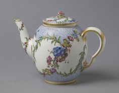 Teapot from a Tea Service Theiere 'Calabre' Made by the Sèvres porcelain factory Decorated by Vincent Taillandier c. 1759