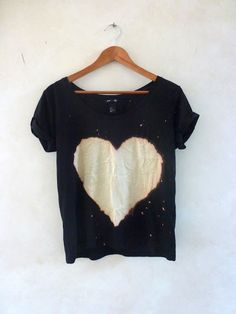 DIY: Asos bleach heart tee looks fun! Mode Style, Style Me, Silkscreen, Diy Vetement, Diy Mode, Do It Yourself Fashion, Look What I Made, Outfit Trends, Diy Clothing