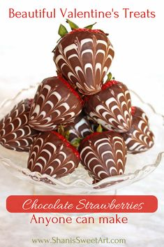 How to make beautiful marbled chocolate dipped strawberries - Beautiful Valentine's Treats. How to make: chocolate dipped strawberries anyone can make for th - Chocolate Dipped Strawberries, Chocolate Covered Strawberries, Strawberry With Chocolate, Chocolate Covered Treats, Strawberry Dip, Strawberry Recipes, Strawberry Shortcake, Melting Chocolate, White Chocolate