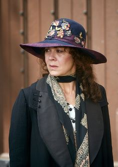 Five Fashionable Things About Peaky Blinders Peaky Blinders Costume, Peaky Blinders Fancy Dress, Aunt Polly Peaky Blinders, 1920s Outfits, Fashion Outfits, Serie Peaky Blinders, Peeky Blinders, Quirky Fashion, Costume Collection