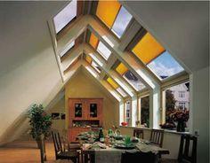 Offene Küchen bringen Weite unters Dach: Dachwohnungen, Dachwohnfenster, Dachfenster, Überfirstverglasung, Küchenzeile, Raumteiler, Hängeschränke, Dunstabzugshauben, Dachneigungen, Dächer