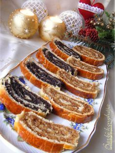Walnut and poppy seed rolls - Diós és mákos bejgli - Barbi konyhája Czech Recipes, My Recipes, Sweet Recipes, Dessert Recipes, Cooking Recipes, Hungarian Desserts, Hungarian Cuisine, Hungarian Recipes, Hungarian Food
