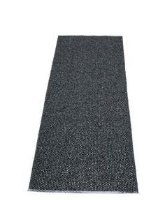 Joskus selkeys ja yksinkertaisuus ovat valttia! Kaunis Svea-matto Pappelinalta on yksivärinen, kudottu matto, jonka väri on perusvärien ja metallinhohtoisten värien sekoitus.