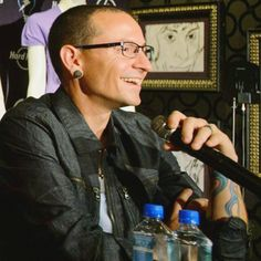 Cute laughing smile Chester! Hard Rock Cafe interview. ks lp