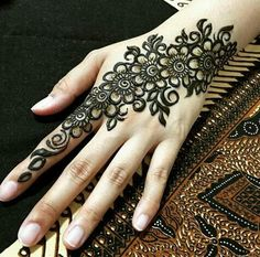 Beautiful Mehndi Design - Browse thousand of beautiful mehndi desings for your hands and feet. Here you will be find best mehndi design for every place and occastion. Quickly save your favorite Mehendi design images and pictures on the HappyShappy app. Henna Hand Designs, Eid Mehndi Designs, Mehndi Designs Finger, Mehndi Patterns, Latest Mehndi Designs, Mehndi Designs For Hands, Henna Tattoo Designs, Henna Flower Designs, Mehndi Tattoo