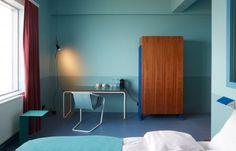 Oddsson Ho(s)tel   Döðlur   Reykjavík   2016   Il 4' e 5' piano di un deposito dei anni 40' viene transformato in ostello e albergo e arredato con pezzi di design unici del novecento e con mobili su misura fabbricati localmente. Oddsson Ho(s)tel intende di ospitare lezione di arte gestiti dalla Reykjavík Art Academy che si trova nello stesso edificio.