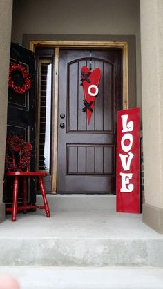 Valentines Day  I could use the opposite side of my Christmas porch sign to make this.