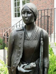 Women warriors in folklore Deborah Sampson Gannett ( December 25 ,1760 – April 29, 1827), better known as Deborah Sampson, was a woman who disguised herself as a man in order to serve in the Continental Army during the American Revolutionary War.  Wikipedia  http://myartblogcollection.blogspot.ca/2015/01/women-warriors-in-folklore.html