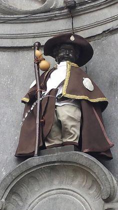El Manneken Pis de Bruselas se viste de peregrino del Camino de Santiago - GALICIA  www.nuevovichona.com #nuevovichona #Sanxenxo #Galicia