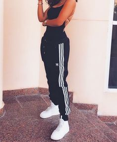 You are in the right place about chill outfits sweatpants Here we offer you the most beautiful pictu Cute Lazy Outfits, Teenage Outfits, Chill Outfits, Teen Fashion Outfits, Swag Outfits, Mode Outfits, Stylish Outfits, Summer Outfits, Cute Outfits With Sweatpants