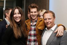 Pin for Later: 24 Celebrity Photobombs That Still Crack Us Up Emma Stone Emma got hilarious when she got mere inches away from her boyfriend, Andrew Garfield, in 2013.