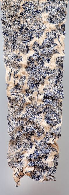 Sharon Shalita and Maytal Barokas: Israeli designers making hand-printed and hand-woven textiles woven by hand, combining luxury metal threads (silver and gold) and textile yarns (linen, cotton, silk).