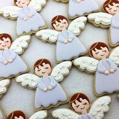 #decoratedsugarcookies #angel #angelcookies Christmas Sugar Cookies, Christmas Cupcakes, Christmas Sweets, Christmas Angels, Gingerbread Cookies, Sugar Cookie Icing, Royal Icing Cookies, Christening Cookies, Angel Cookies