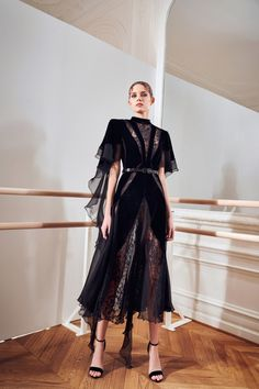 Look Fashion, Runway Fashion, Fashion News, Autumn Fashion, Fashion Design, Fashion Show Collection, Couture Collection, Looks Cool, Dream Dress