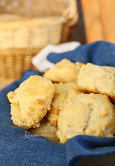 15 Minute Drop Biscuits are an easy homemade biscuit recipe that is perfect for every dinner. It brings Easy Family Dinner Ideas to a whole new level. Easy Drop Biscuits, Homemade Biscuits Recipe, Biscuit Recipe, Easy Family Dinners, Cornbread, Dinner Ideas, Eat, Ethnic Recipes, Breads