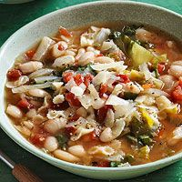 WHITE BEAN AND FENNEL SOUP // http://www.familycircle.com/recipe/white-bean-and-fennel-soup/