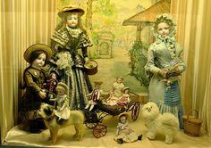 В оживлённом месте, практически напротив центра Помпиду, в тихом дворике расположен парижский музей кукол. Попадая в него, ты как-буд...