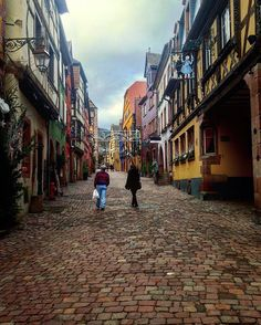 Hello Spring Break! Tag your travel entourage 👭👬👫below 👇🏼. Looking for ideas? This picture was taken in old Riquewihr in Alsace, France 🇫🇷. Alsatian culture is a blend of French and German in the Northeast of France and throughout history France and Germany battled over beautiful Alsace 🌳🍷💙. DM or comment with questions! •••••••••••••••••••••••••••••••••••••••••••••••••••••••••••• #shevoyages #theworldguru #luxurytravel #travelblogger #travelblog #travelgram #travelinstagram…