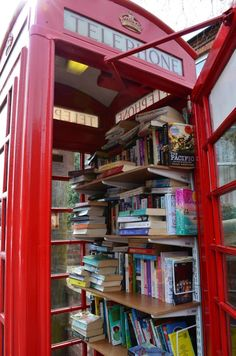 Telephone Booth Book Exchange Kudos to the residents of Clent, Worcestershire for their re-purposing of this classic red telephone box. Maybe we should do this in Chicago with our old phone booths. Little Free Libraries, Little Library, Free Library, Library Books, Library Ideas, Photo Library, I Love Books, Books To Read, My Books