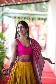 Looking for Happy bride shot on mehendi with benarasi dupatta? Browse of latest bridal photos, lehenga & jewelry designs, decor ideas, etc. on WedMeGood Gallery. Indian Bridesmaid Dresses, Bridesmaid Saree, Indian Wedding Outfits, Indian Outfits, Mehndi Outfit, Dress Indian Style, Indian Designer Outfits, Designer Dresses, Indian Attire