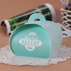 Custom cake box, cake box design, bakery packaging idea #cakebox #bakery #packaging   Follow @sinicline for more packaging inspiration.