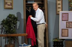 Tom Hanks' Mister Rogers isn't the main character in 'Beautiful Day in the Neighborhood.' Here's why that's a good thing — Deseret News Tom Hanks, Lady Aberlin, Matthews Rhys, Tv Icon, Fred Rogers, Comedy Quotes, Geek News, Adam Sandler, Lizzie Mcguire