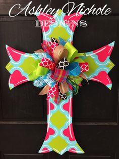 Scalloped Quatrefoil Cross Easter Door by DesignsAshleyNichole Cross Door Hangers, Burlap Door Hangers, Wood Crosses, Painted Crosses, Cross Crafts, Wood Cutouts, Easter Wreaths, Spring Wreaths, Easter