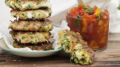 Zucchinifritters med salsa