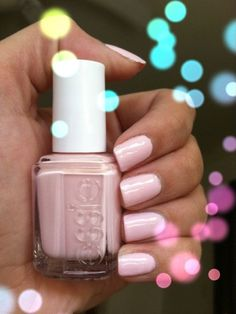 thank you @missglamorazzi for telling me to get this color! Fiji by Essie. LOVING IT.