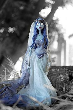 "The Corpse Bride. ""I wore my wedding dress, got some oddments of cream lace (to look dirty/old) and made a veil..."" http://tiny.mn/1eZn8aM"
