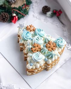 Xmas Food, Christmas Cooking, Christmas Desserts, Christmas Treats, Elegant Desserts, Fancy Desserts, Sweet Cakes, Cute Cakes, Winter Torte