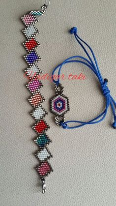 This is neat, definitely unique. Beaded Braclets, Beaded Bracelet Patterns, Jewelry Patterns, Seed Bead Crafts, Seed Bead Jewelry, Seed Bead Patterns, Beading Patterns, Handmade Beaded Jewelry, Bracelets