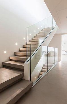 Resin staircase with a minimal and modern design.-Scala in resina dal design minimal e moderno. Elekta Materia Resin staircase with a minimal and modern design. Home Stairs Design, Interior Staircase, Stairs Architecture, House Design, Stair Design, Modern Stairs Design, Modern Architecture, Modern Design, Railing Design