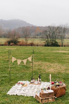 Filled with darling details this decadent affair is filled with rich hues and endless love that even includes a romantic picnic! Backyard Picnic, Beach Picnic, Summer Picnic, Fall Picnic, Picnic Date Food, Picnic Time, Picnic Ideas, Comida Picnic, Picnic Photography