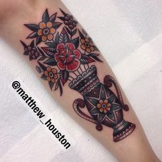 Vase on Sian from south London! Thanks Hun! #vase #flowers #rose #traditional #tattoo #nevergonorth @sevendoorstattoo