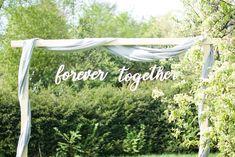 Houten tekst - forever together Creëer hiermee een mooie backdrop tijdens de ceremonie van jouw bruiloft. Te huur via www.vierdeliefde.nl Backdrop Wedding, Backdrops, Neon Signs, Backgrounds