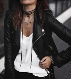 Create edgy, feminine, vintage, grungy or sophisticated looks with your favorite leather jacket with these 30 beautiful street style leather jacket outfits! Mode Outfits, Casual Outfits, Fashion Outfits, Womens Fashion, Winter Outfits, Ladies Fashion, Rock Chic Outfits, Outfits 2016, Badass Women Fashion