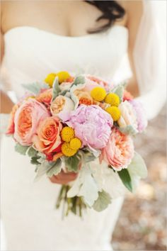 summery wedding bouquet by dragonfly floral #mintwedding #summerbouquet #weddingchicks http://www.weddingchicks.com/2014/01/03/mint-and-coral-wedding/