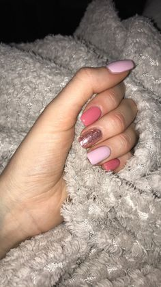 Semi-permanent varnish, false nails, patches: which manicure to choose? - My Nails Pink Gel Nails, Summer Gel Nails, Cute Summer Nails, Cute Acrylic Nails, Cute Nails, Hair And Nails, My Nails, Cute Summer Nail Designs, Trendy Nails