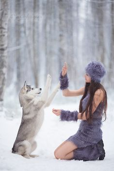 Husky and model play in the snow. Animals And Pets, Baby Animals, Cute Animals, Beautiful Creatures, Animals Beautiful, Dolly Parton, Foto Fantasy, Wolves And Women, Beautiful Wolves