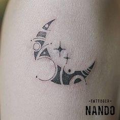 Ornamental moon tattoo on the right upper arm. Tattoo artist: Nando