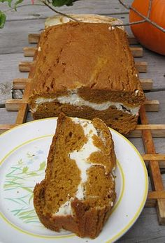 pumpkin and cream bread 500 cals for whole loaf super great snack to have around for kids and adults! Cohoe here is a great snack I can bring for ely too! Köstliche Desserts, Delicious Desserts, Dessert Recipes, Yummy Food, Healthy Food, Eating Healthy, Drink Recipes, Healthy Recipes, Dessert Healthy