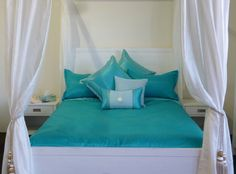 My Byron - Turquoise-Aqua blue of the white capped ocean. Nets and a real shell feature on the cushion.