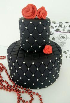 Τούρτα διώροφη με μαύρη ζαχαρόπαστα και πέρλες #bezelicious #vintage #cake #black cake