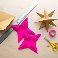 Askartele kaunis joulutähti. Näillä ohjeilla onnistut varmasti. Tarvitset vain paperia, sakset ja liimaa. Koristele ja yllätä kauniilla kattauksella. Origami, Diy And Crafts, Projects To Try, Ukulele, Pop Up, Christmas, Ideas, Bricolage, Paper